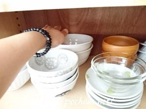 食器棚内の高さを調整