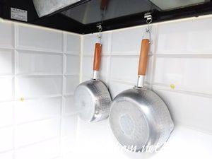 レンジフードに掛けた鍋