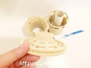 キレイにした洗濯機の排水口部品