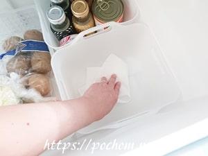 冷蔵庫内のケース掃除