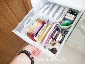 収納ケースに物を詰める(1)